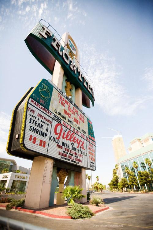 New Frontier Hotel and Casino, Las Vegas, Nevada, 30 oktober 1942 - 16 juli 2007