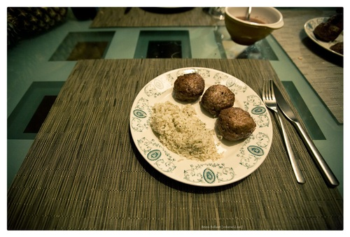 gehaktballen met donzige rijst
