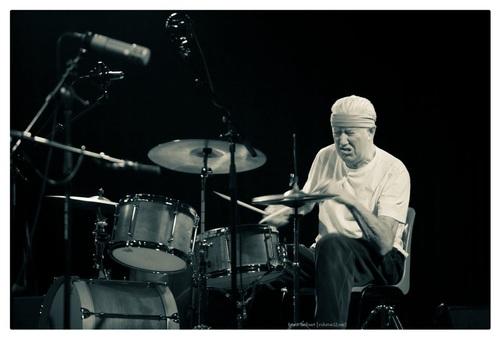 Han Bennink van het Han Bennink Trio