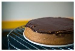 Karnemelk cake met zure room ganache