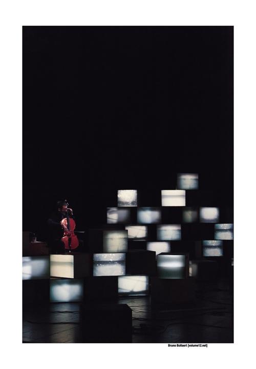 Stray Dogs ft. Legoman – Intangible States door Bruno Bollaert