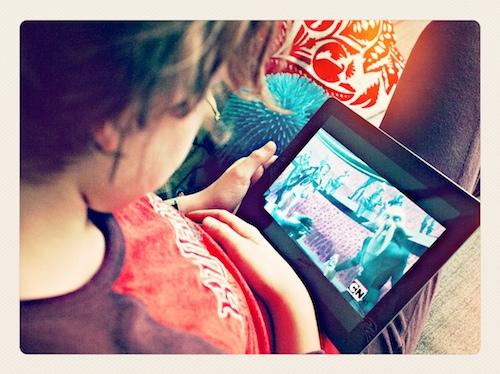 Henri kijkt tv door Bruno Bollaert
